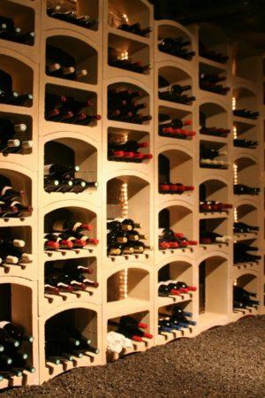 Stenen wijnrekken